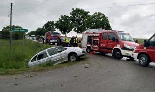 Wypadek w miejscowości Pstrokonie. Są ranni, na miejscu wszystkie służby ratunkowe
