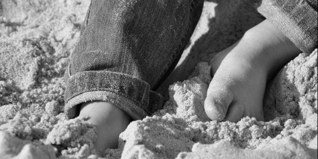 10-latek przysypany piachem podczas zabawy. Nieprzytomnego chłopca zabrał śmigłowiec LPR